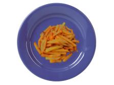 Jedzenie na niebieskim talerzu