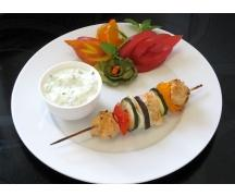szaszłyki z kurczaka w marynacie z jogurtu Milandia z sosem ogórkowo-czosnkowym